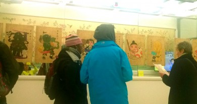 Chinese Star Pot exhibition visitor